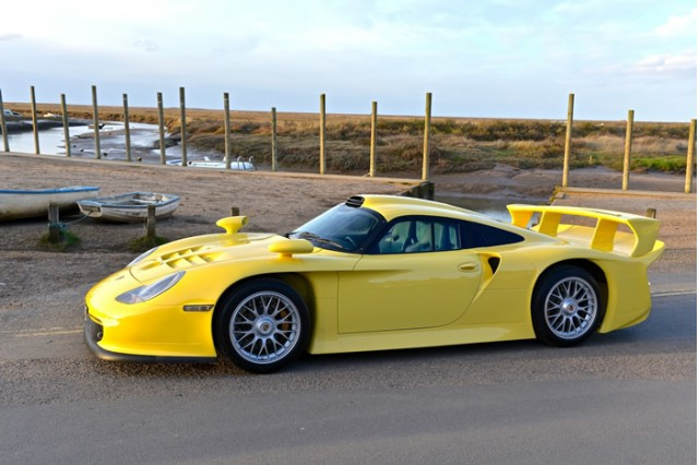 Porsche 911 GT1 Evo Strassenversion. Image via Trofeo Cars.