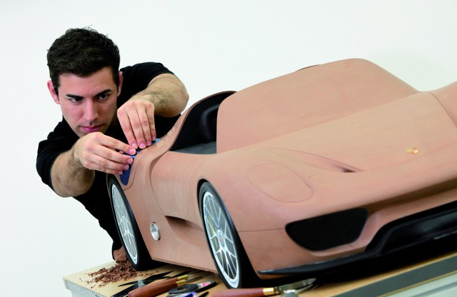 Porsche 918 Spyder clay model production teaser