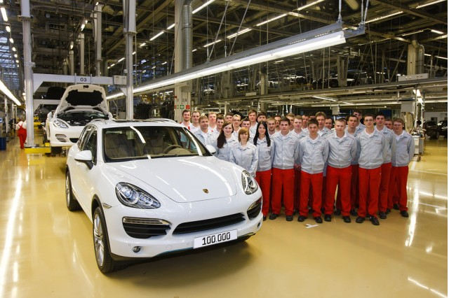 Porsche builds the 100,000th Cayenne in Leipzig.