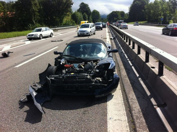 Rafael de Mestre's Crashed Tesla Roadster (via Facebook)