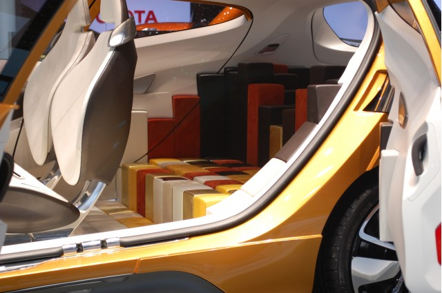 Renault R-Space Concept interior