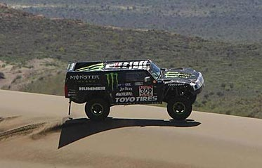 Robby Gordon driving his HUMMER H3 race truck during Dakar, 2010. Photo via http://www.dakar.com