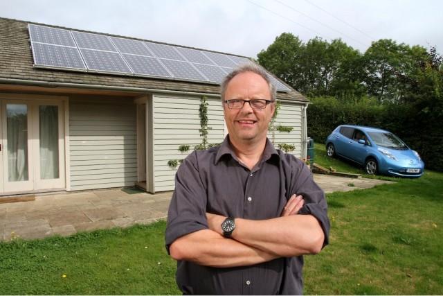 Robert Llewellyn Nissan Leaf Solar Panels