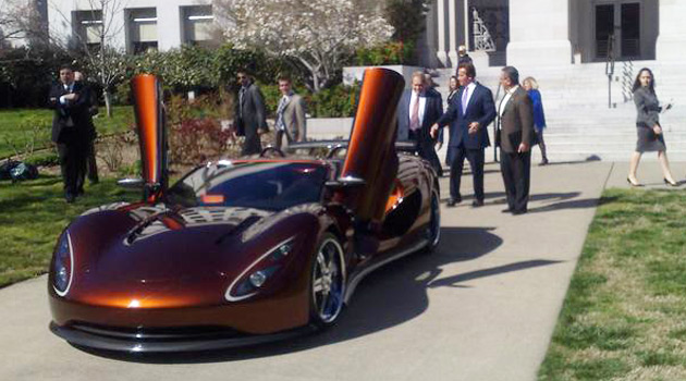 governor schwarzenegger takes a spin in the ronn scorpion supercar. Black Bedroom Furniture Sets. Home Design Ideas