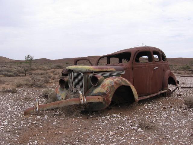 Rusted car, Strezlecki Track, Australia (via Wikimedia)