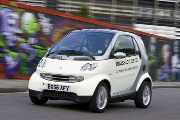 Smart ED (electric drive) on the road in the U.K.