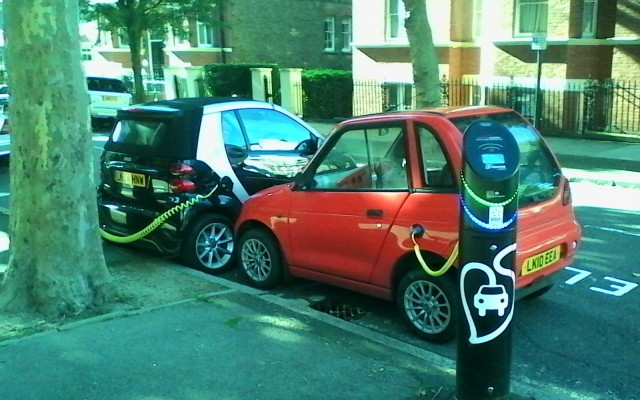 Smart Electric Drive and GWiz electric cars charging, London [photo: International Man of Mystery]