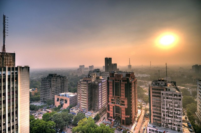 Smog in Dehli, India (by Flickr user Mfield)