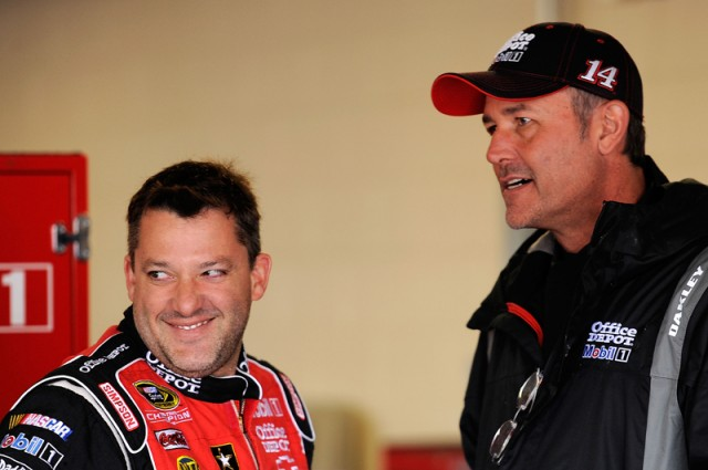 Stewart and Addington discuss strategy - NASCAR photo