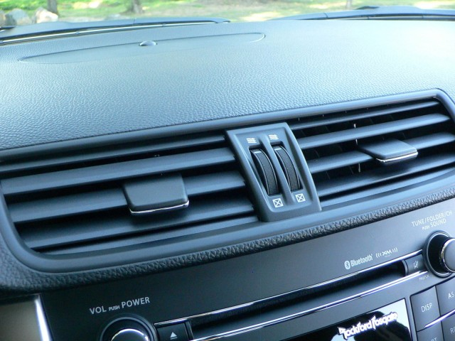 Nicely grained dash-top surface is slightly soft to the touch, and grippy dials control the vents.