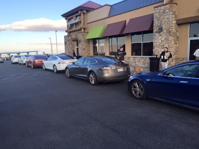 Tesla Model S electric cars at Tejon Ranch Supercharger December 26, 2015 (photo by TMC user Lump)