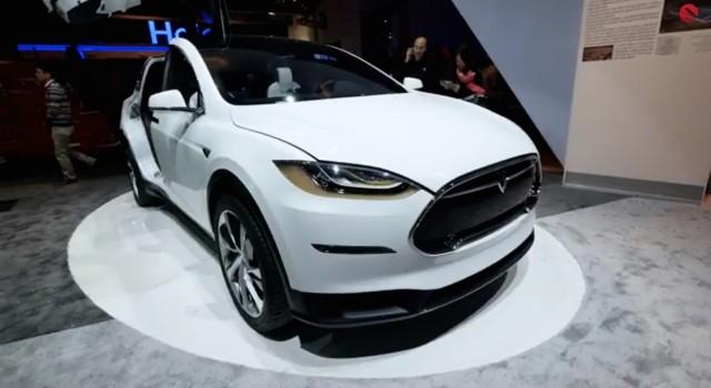 Tesla Model X CES 2015 walkaround by TechVideo screencap