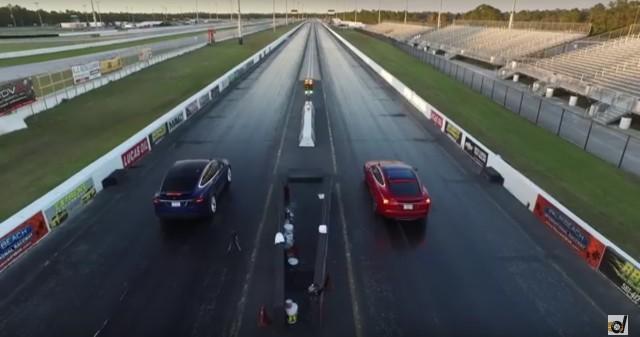 Tesla Model X vs Tesla Model S drag race screencap