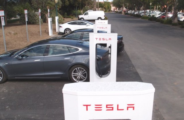 Tesla Supercharger stations at Harris Ranch, California, in April 2013  [photo: TeslaTap.com]