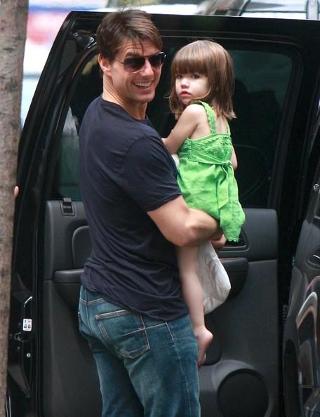 Tom Cruise buys Suri 30,000 car