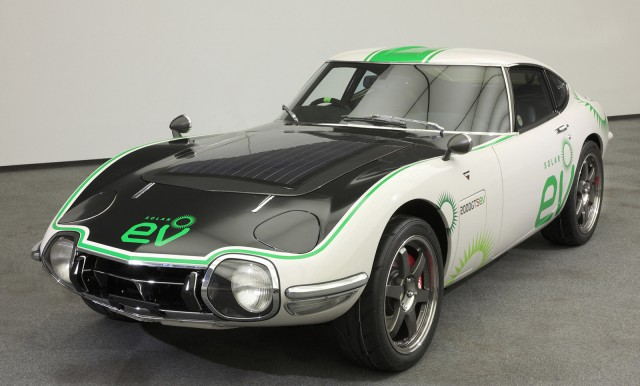 Solar-powered Toyota 2000GT