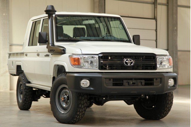 HIRES GALLERY: Toyota Land Cruiser 70 truck pops up on eBay