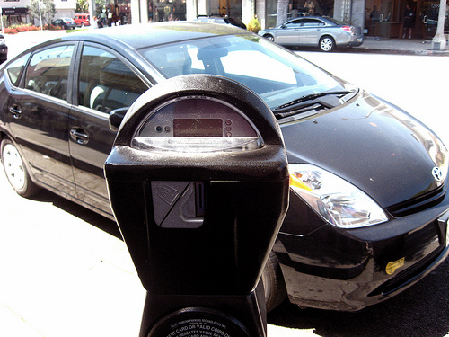 Toyota Prius at parking meter, shot by Flickr user Rasputina2.