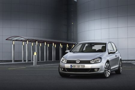 New Volkswagen Golf Breaks Cover