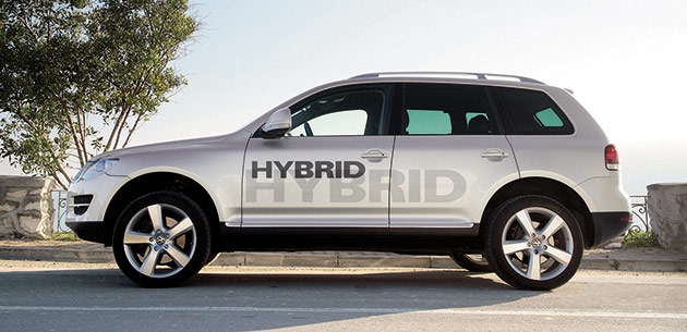 The Touareg Hybrid has a claimed fuel economy of 26mpg (9L/100km) and will go into production next year