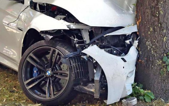 Wreckage of a 2015 BMW M4 that crashed in Munich, Germany (Image via Tz.de)