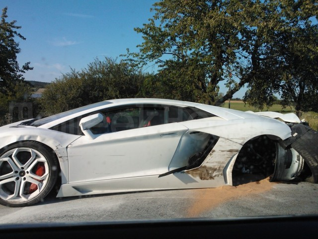 Wreckage of Lamborghini Aventador that crashed in the Czech Republic - Image courtesy of Auto Review
