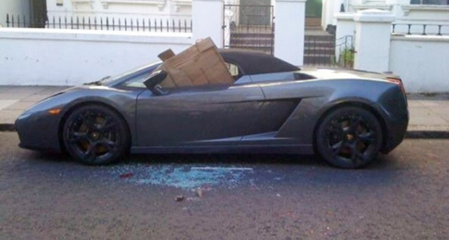 Wrecked Lamborghini Gallardo Spyder on the streets of London