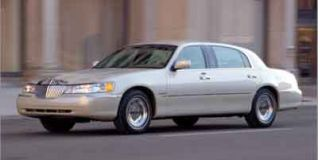 2002 Lincoln Town Car Photo