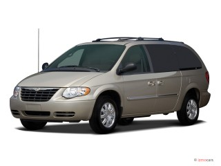 2006 Chrysler Town & Country SWB Photo