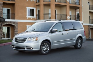 2013 Chrysler Town & Country Photo