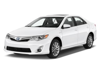 2014 Toyota Camry Hybrid 4-door Sedan XLE (Natl) Angular Front Exterior View