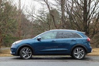 Chatbot for Kia Niro hybrid vs driving the actual car