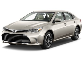 2017 Toyota Avalon XLE (Natl) Angular Front Exterior View
