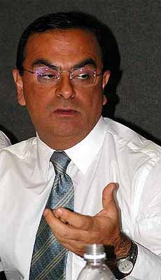 Carlos Ghosn detroit 2001