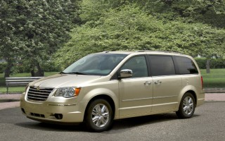 2010 Chrysler Town & Country Photo