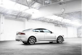 2010 Jaguar XF Photo