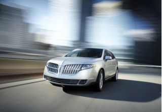 2010 Lincoln MKT Photo