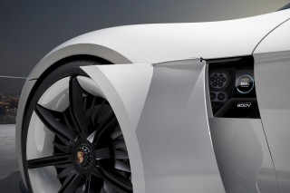 2018 Volkswagen Atlas, Tesla reliability, Porsche 800-volt charging system: Today's Car News