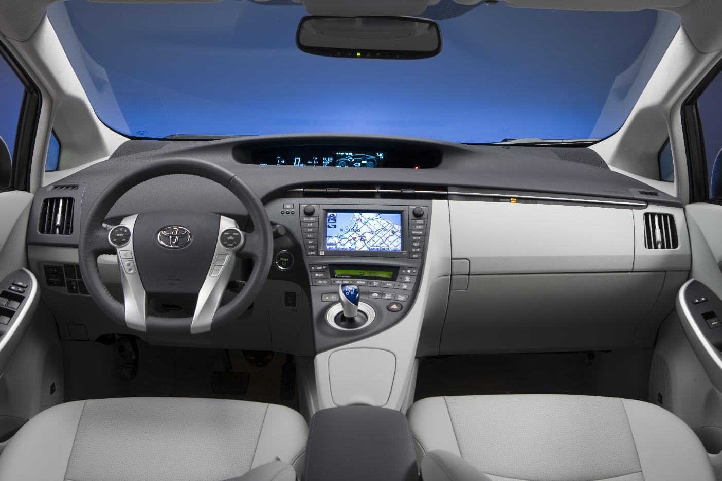 30 Days of the 2010 Toyota Prius: Day 10, Controls and Gauges