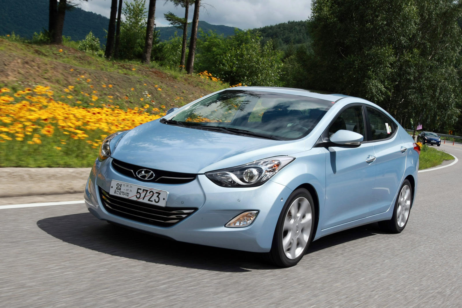 2011 hyundai elantra on sale by year 39 s end. Black Bedroom Furniture Sets. Home Design Ideas