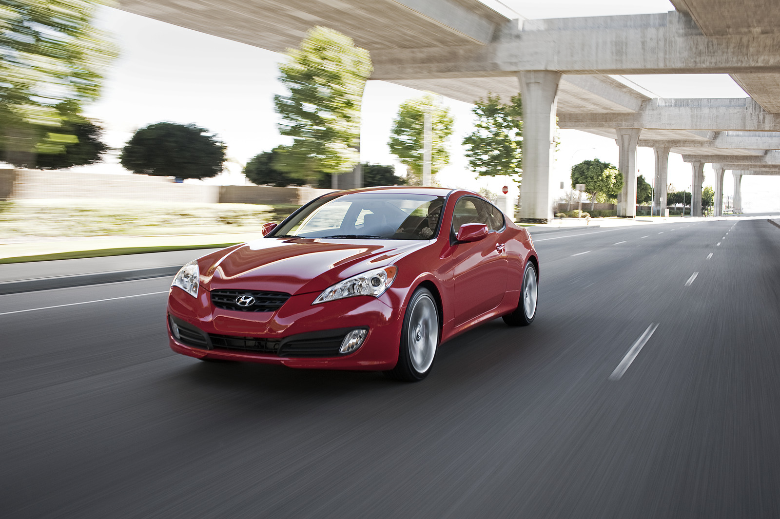 2011 hyundai genesis coupe r spec priced from 24 500. Black Bedroom Furniture Sets. Home Design Ideas