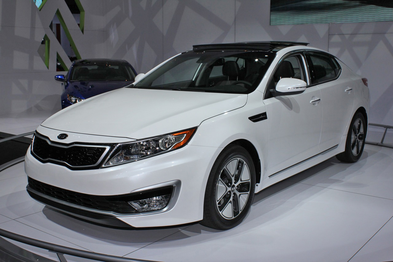 2011 kia optima hybrid to cost 26 500 less than camry fusion hybrids. Black Bedroom Furniture Sets. Home Design Ideas