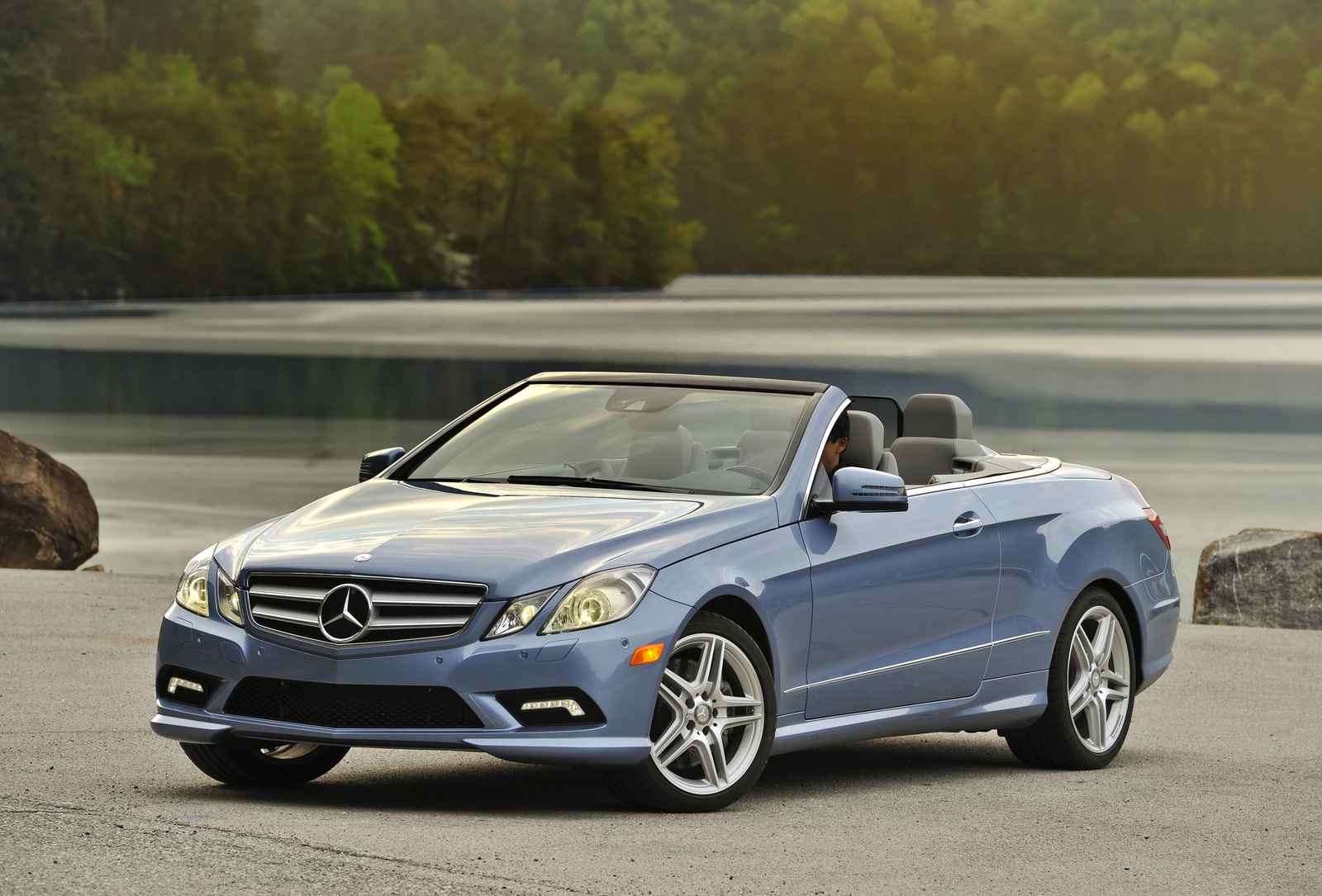 Recall issued for 2011 mercedes benz e gl m and r classes for R h mercedes benz