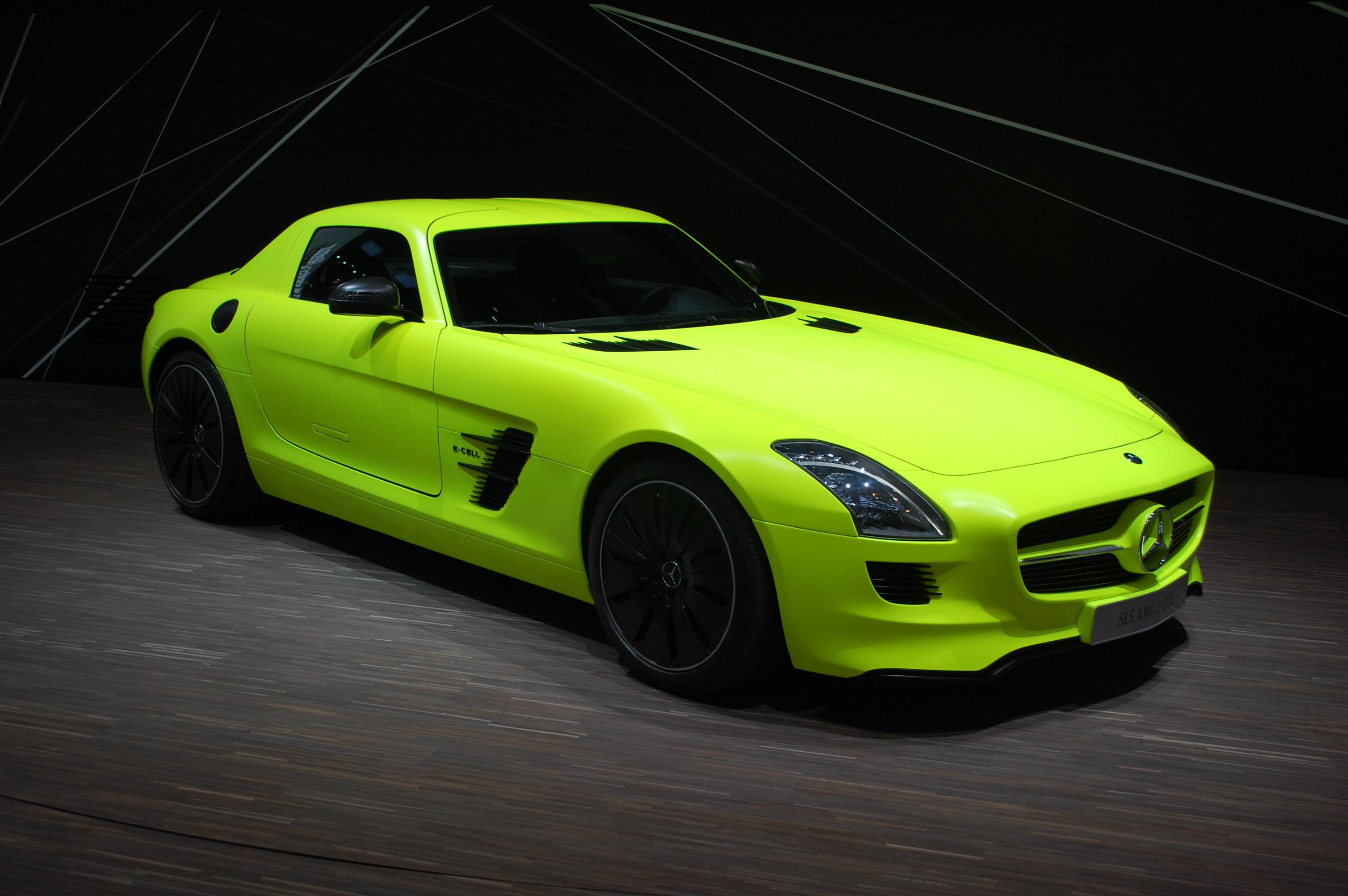 Mercedes benz sls amg e cell f1 inspired electric supercar for Silverlit mercedes benz sls amg