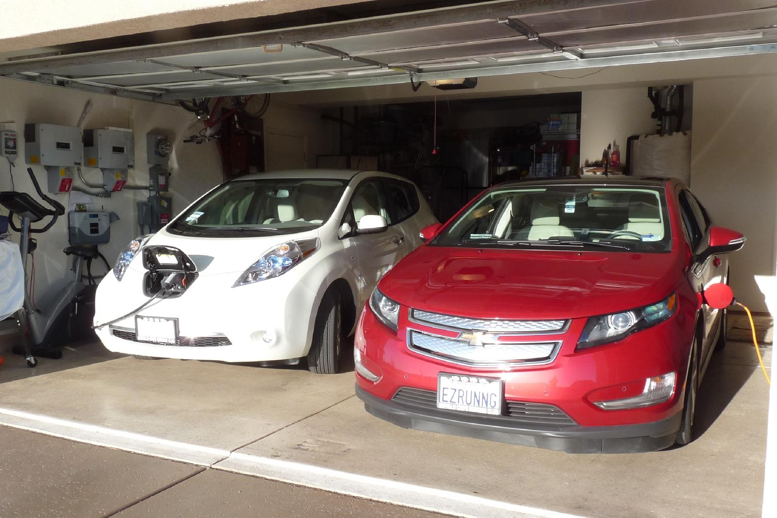 All Chevy chevy cars 2011 : 2011 Chevrolet Volt Vs 2011 Nissan Leaf: 7,000 Miles Later