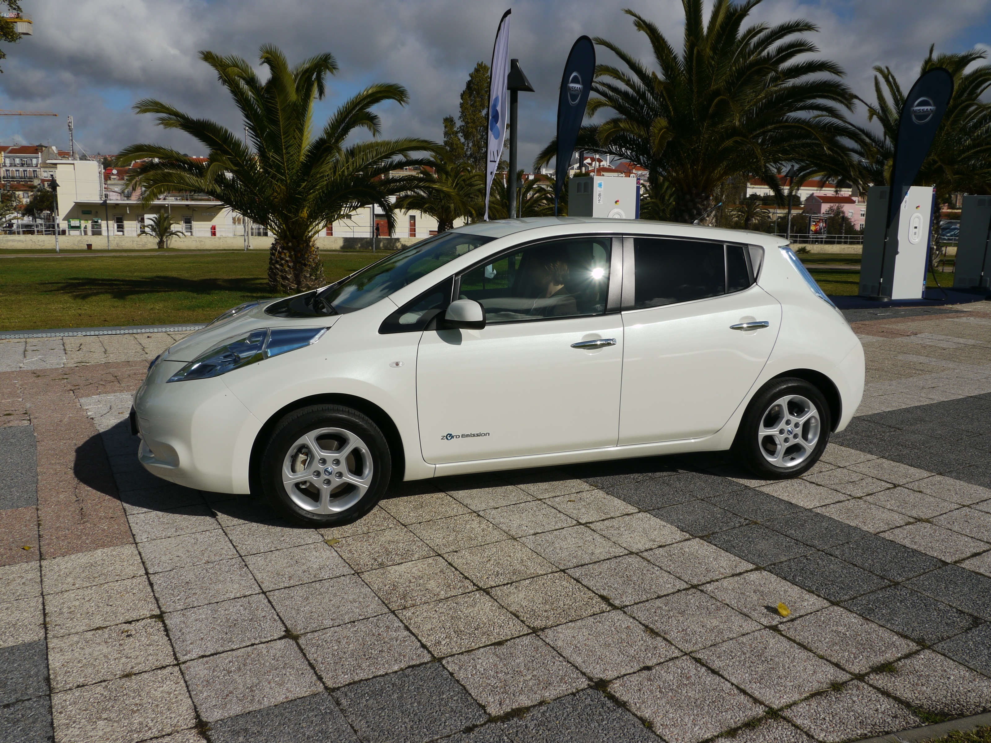 How to keep your nissan leafs battery pack happy in hot weather vanachro Choice Image