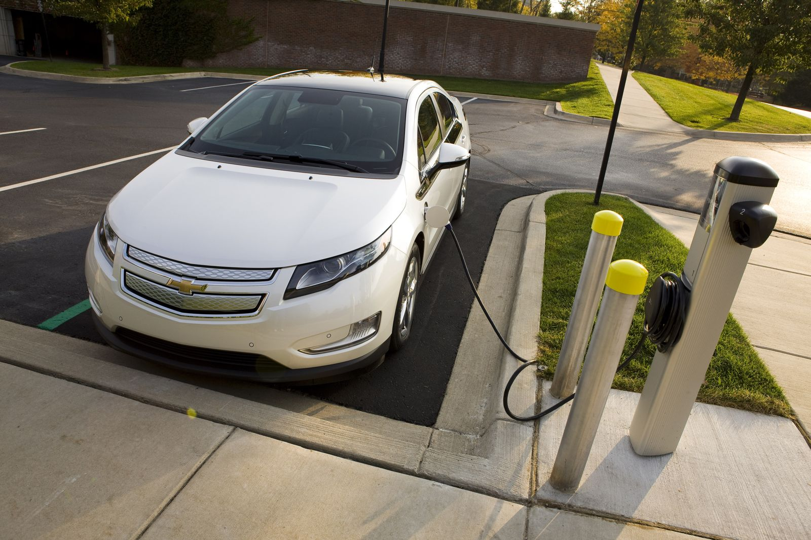 Chevy Volt Lease >> Chevy Steps Up Volt Sales Efforts With Quad 0 Lease In