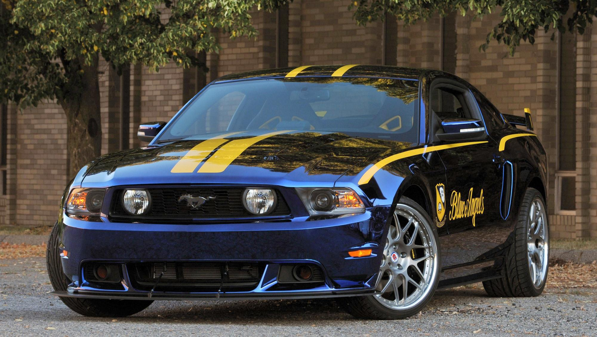 2012 ford blue angels mustang gt fetches 400 000 at auction. Black Bedroom Furniture Sets. Home Design Ideas