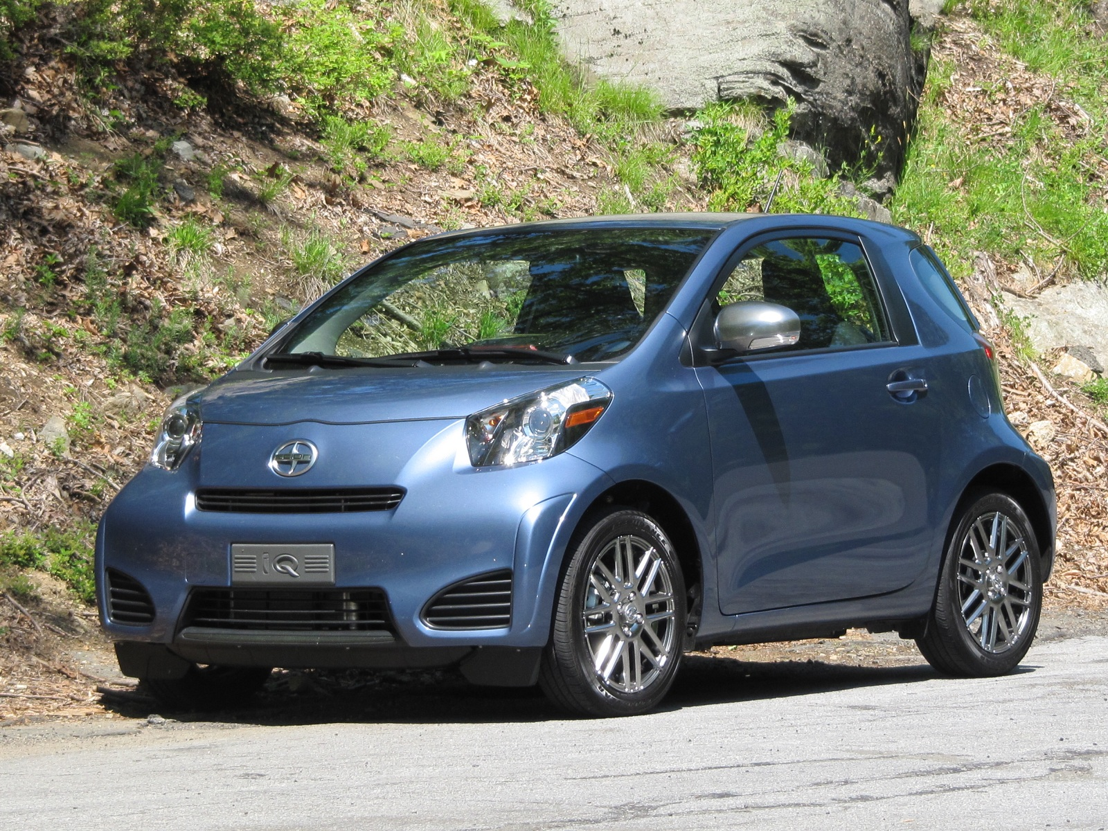 2012 Scion IQ, 2012 Honda CR-Z: Same Gas Mileage, But Very