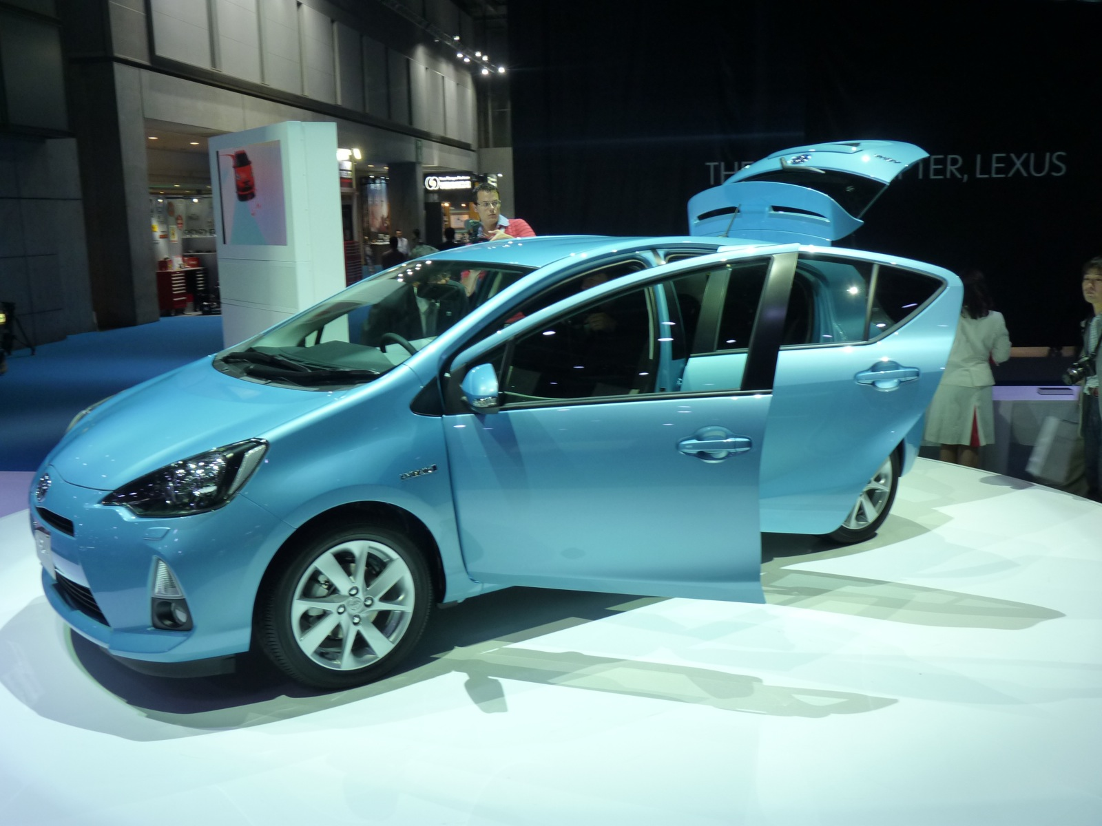 2012 toyota prius c compact hybrid 2011 tokyo motor show debut live gallery